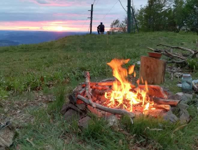 Lagerfeuer und Waldbrandgefahr beim Trekking