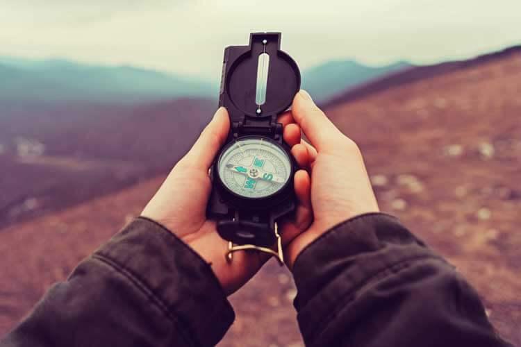 Mit Kompass und Karte orientieren