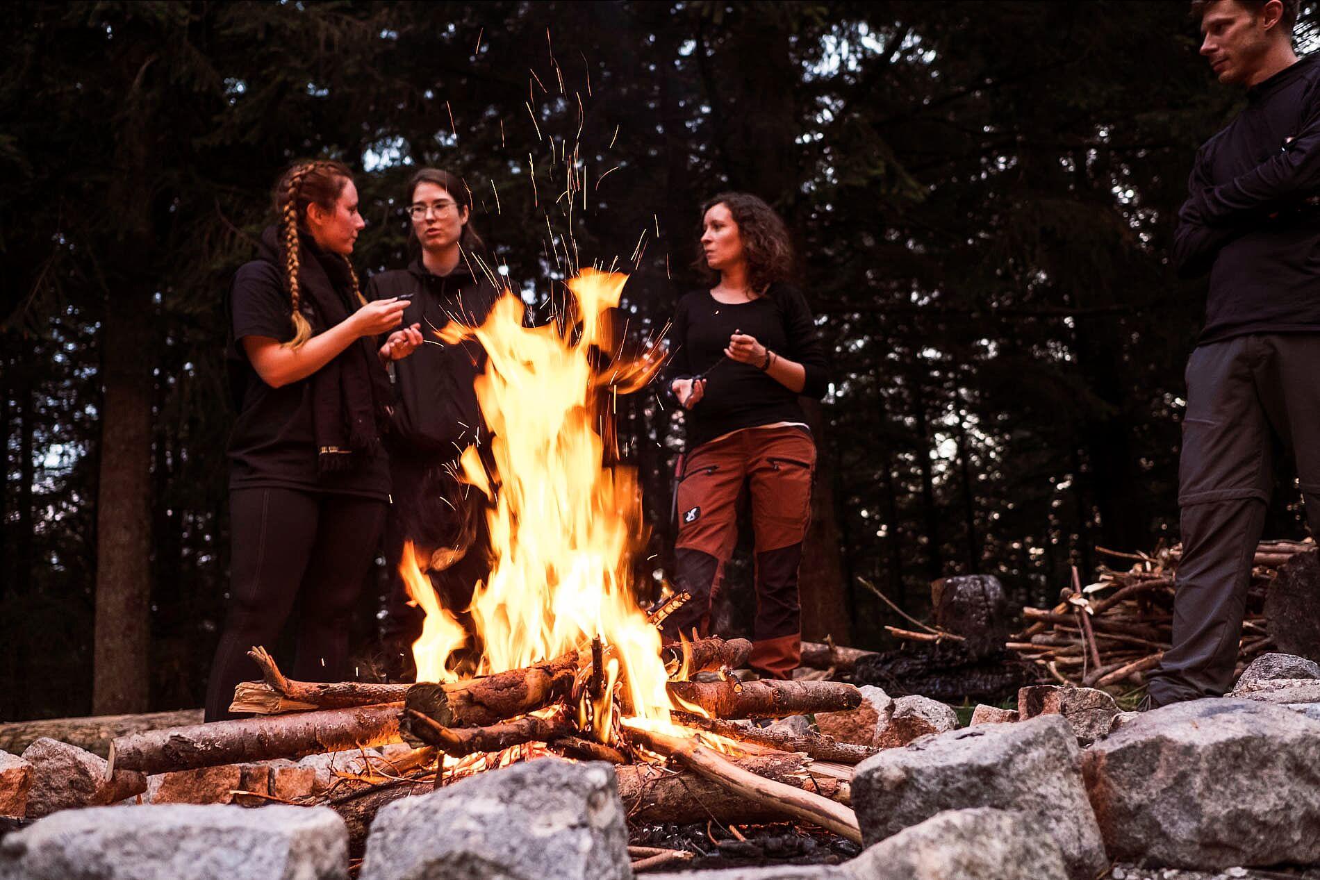 Lagerfeuerabend beim Teamevent Schwarzwald