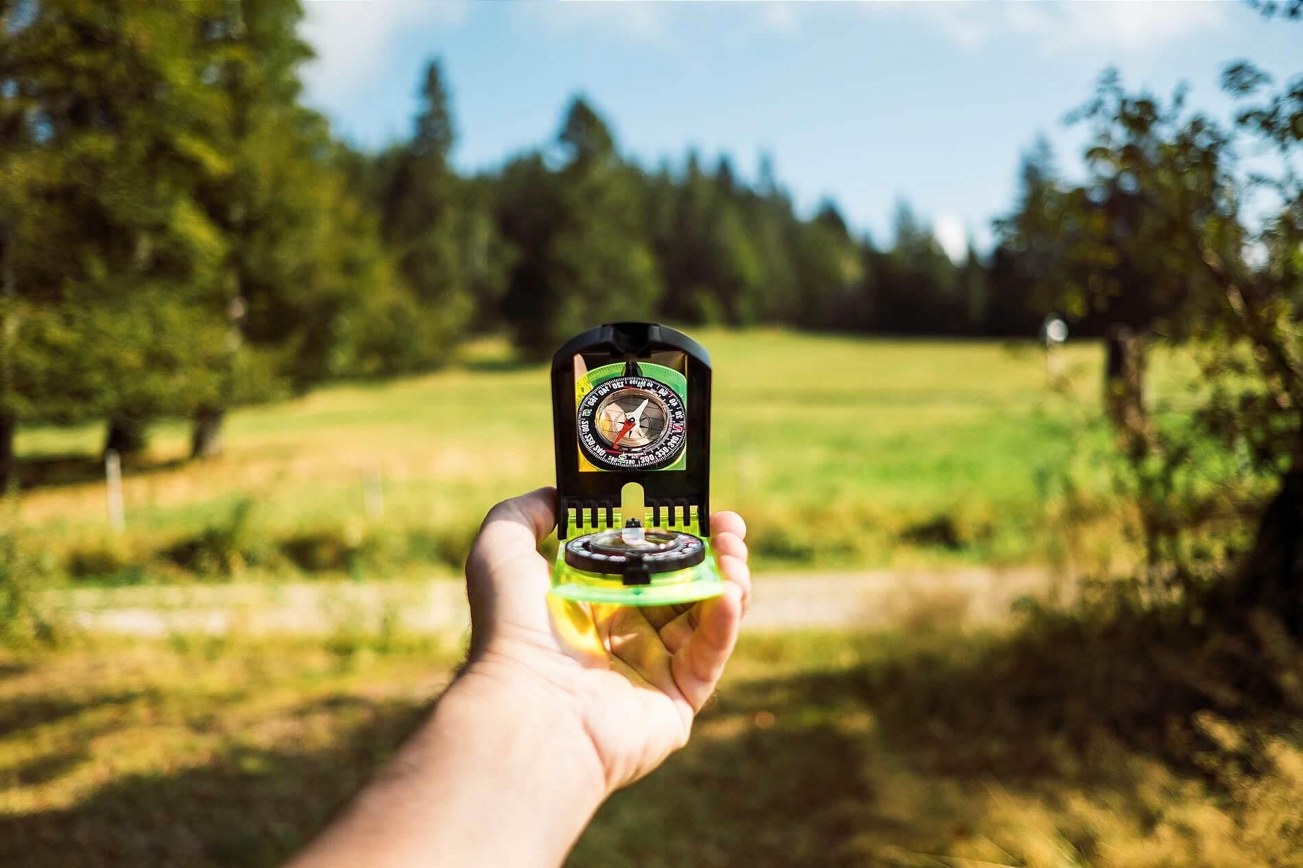 Navigation mit dem Kompass auf einem Trekkingkurs