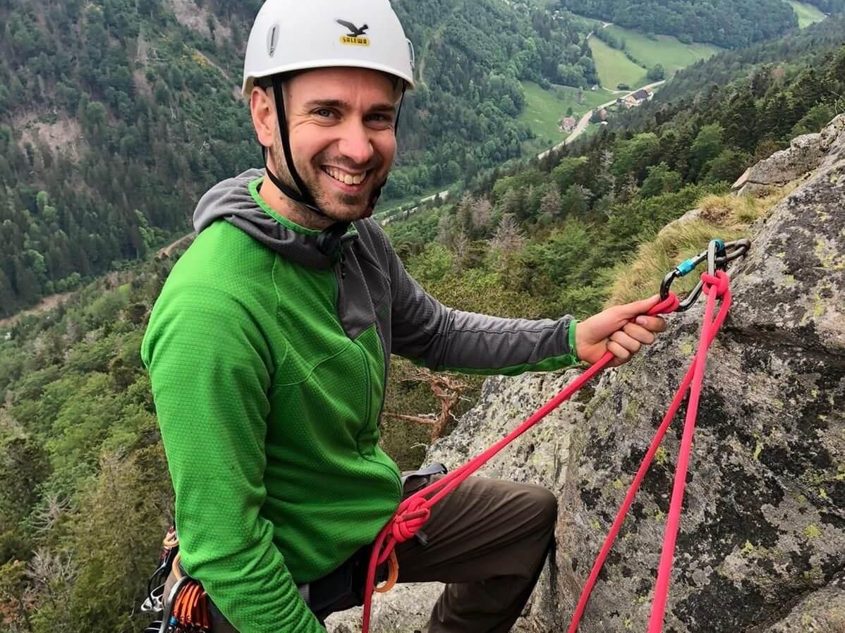 Outdoorguide Peter beim Kletter im Schwarzwald