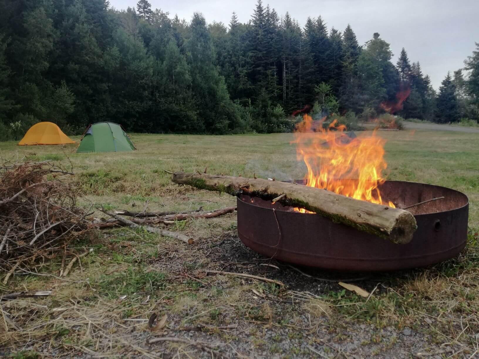 Lagerfeuer beim Schnuppertrekking am Trekkingplatz in Todtmoos