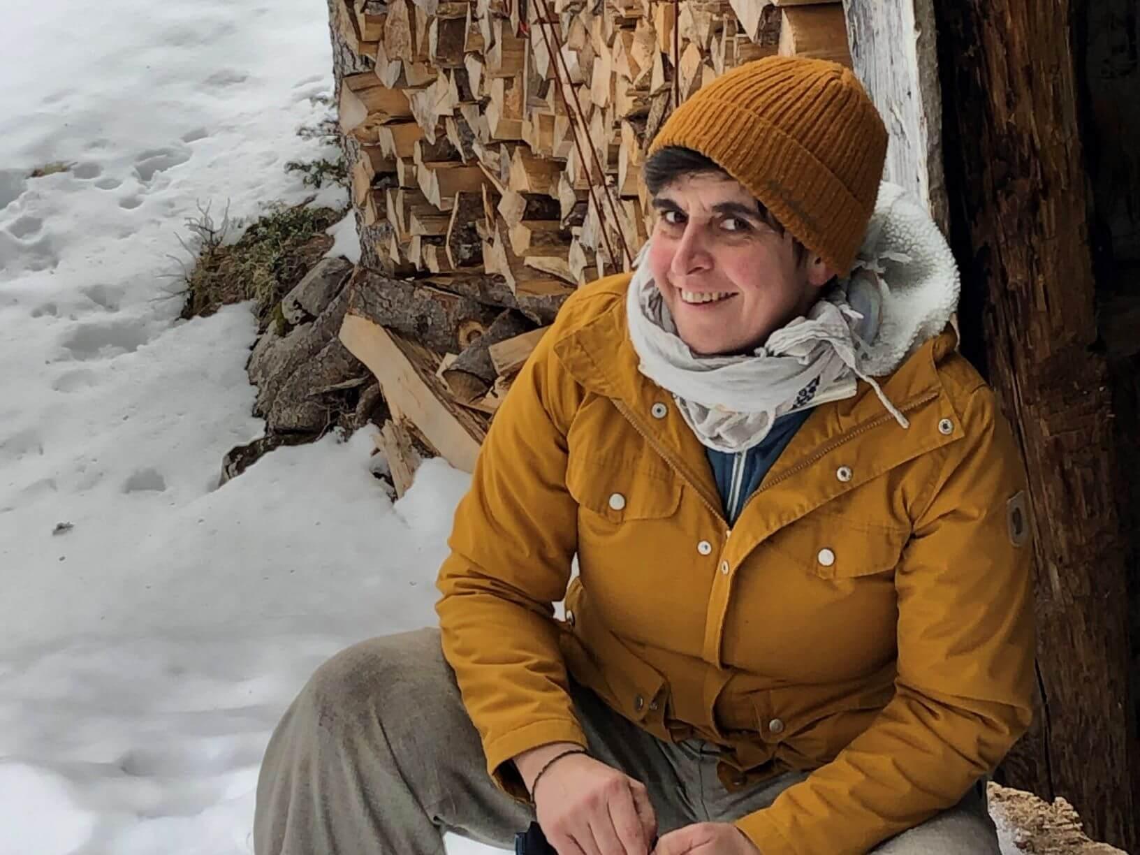 Freilufts Outdoorguide Sandra draußen im Schnee